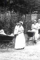 Image of Défilé de voitures de bébés à la pouponnière de Paris
