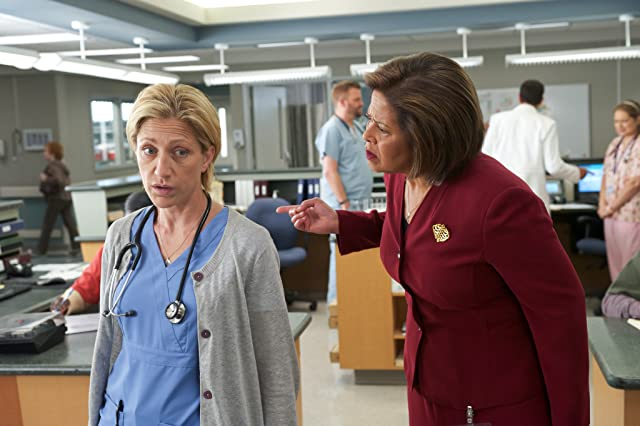 Edie Falco and Anna Deavere Smith in Nurse Jackie (2009)