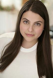 Beanie Feldstein Picture