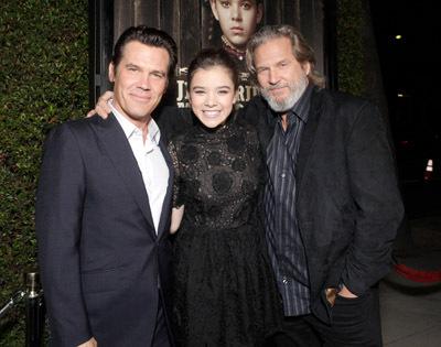 Jeff Bridges, Josh Brolin, and Hailee Steinfeld at True Grit (2010)
