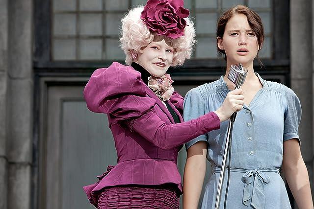 Elizabeth Banks and Jennifer Lawrence in The Hunger Games (2012)