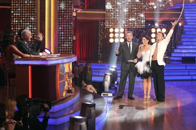 Ricki Lake, Tom Bergeron, Carrie Ann Inaba, Bruno Tonioli, Len Goodman, and Derek Hough in Dancing with the Stars (2005)