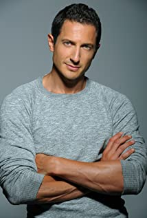 sasha roiz height