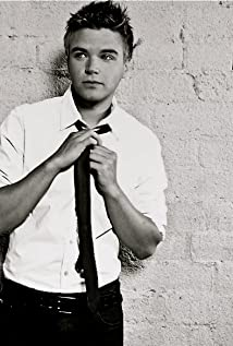 Brett Davern Picture