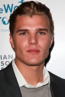 Chris Zylka Picture