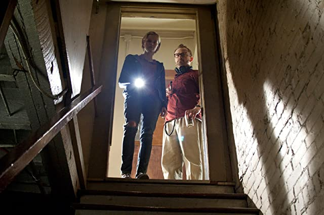 Pat Healy and Sara Paxton in The Innkeepers (2011)