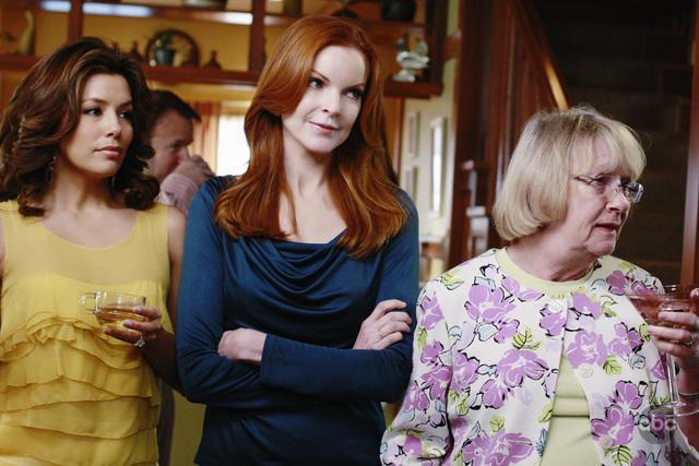 Marcia Cross, Kathryn Joosten, and Eva Longoria in Desperate Housewives (2004)