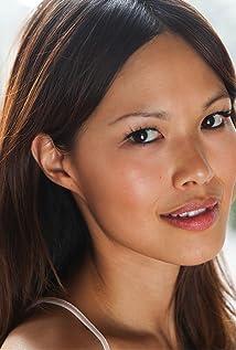 Aktori Elaine Tan