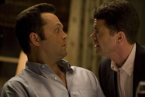 Vince Vaughn and John Michael Higgins in The Break-Up (2006)
