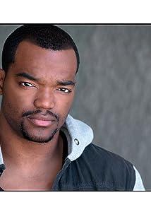 Aktori Daniel E. Smith