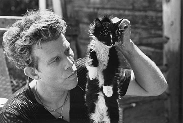 Tom Waits in Cold Feet (1989)