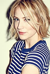 Beth Riesgraf Picture