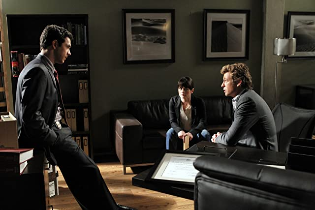 Robin Tunney, Simon Baker, and Michael Rady in The Mentalist (2008)