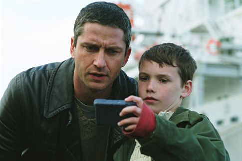 Gerard Butler and Jack McElhone in Dear Frankie (2004)