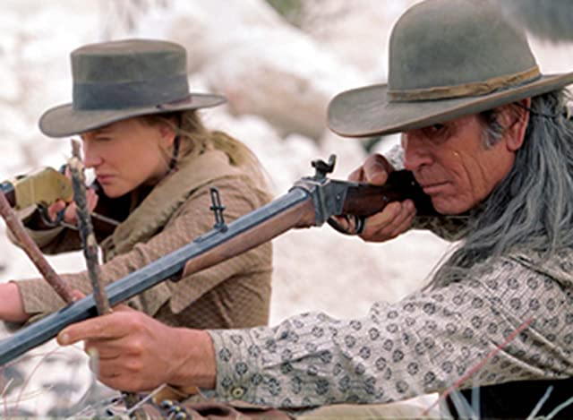 Tommy Lee Jones and Cate Blanchett in The Missing (2003)
