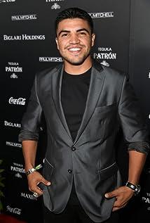Victor Ortiz Picture