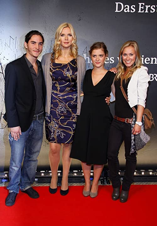 François Goeske, Veronica Ferres, Liv Lisa Fries, Sina Tkotsch at the premiere of »Sie hat es verdient« (She deserved it), Berlin 2011