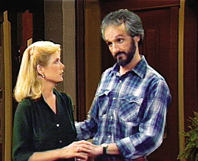 Meredith Baxter and Michael Gross in Family Ties (1982)