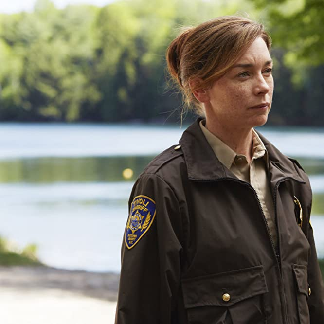 Julianne Nicholson in Eyewitness (2016)
