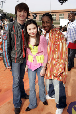 Drake Bell, Miranda Cosgrove, and Little JJ at Nickelodeon Kids' Choice Awards '05 (2005)