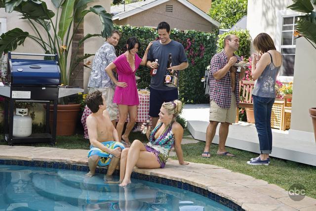 Courteney Cox, Josh Hopkins, Busy Philipps, Dan Byrd, Ian Gomez, Christa Miller, and Brian Van Holt in Cougar Town (2009)