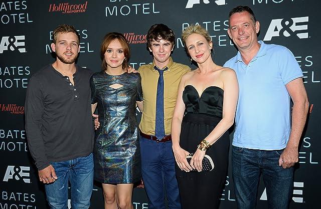 Vera Farmiga, Freddie Highmore, Max Thieriot, David McKillop, and Olivia Cooke at an event for Bates Motel (2013)
