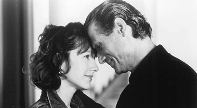 Nathalie Baye and Jürgen Prochnow in The Man Inside (1990)