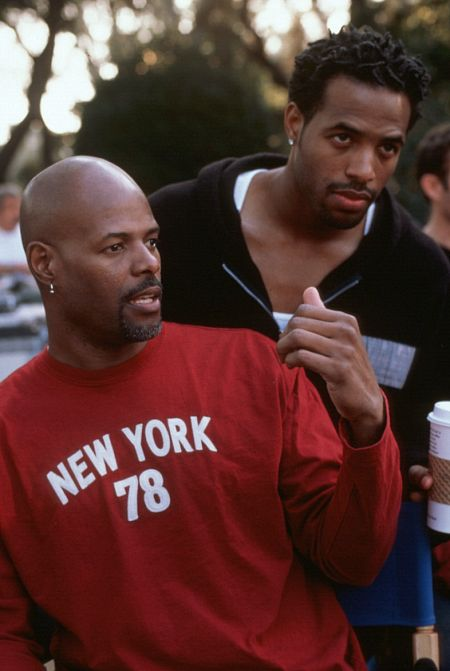 Keenen Ivory Wayans and Shawn Wayans in Scary Movie 2 (2001)