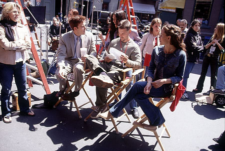 Ericka Bryce talking to Ben Affleck, who is seated next to Mark Steven Johnson and Jennifer Garner on the set of Daredevil.