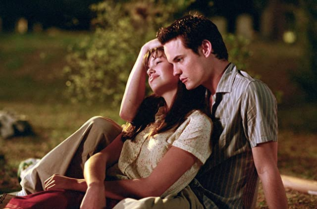 Mandy Moore and Shane West in A Walk to Remember (2002)