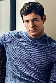 Aktori Benjamin Walker