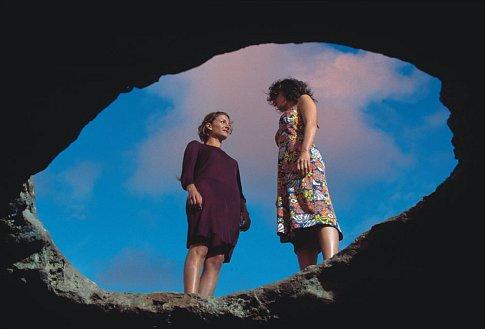 Najwa Nimri and Paz Vega in Sex and Lucia (2001)
