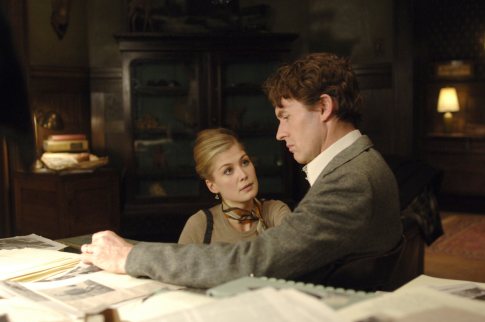 Stephen Dillane and Rosamund Pike in Fugitive Pieces (2007)