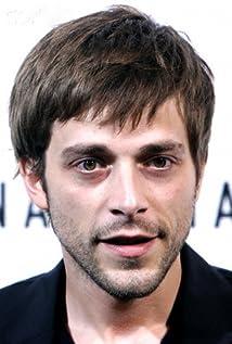 Aktori Julien Baumgartner