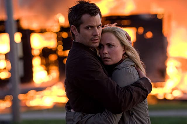 Radha Mitchell and Timothy Olyphant in The Crazies (2010)