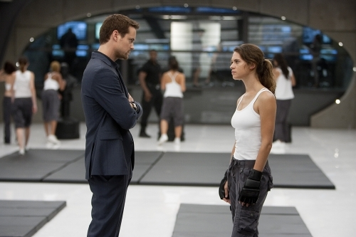 Shane West and Lyndsy Fonseca in Nikita (2010)