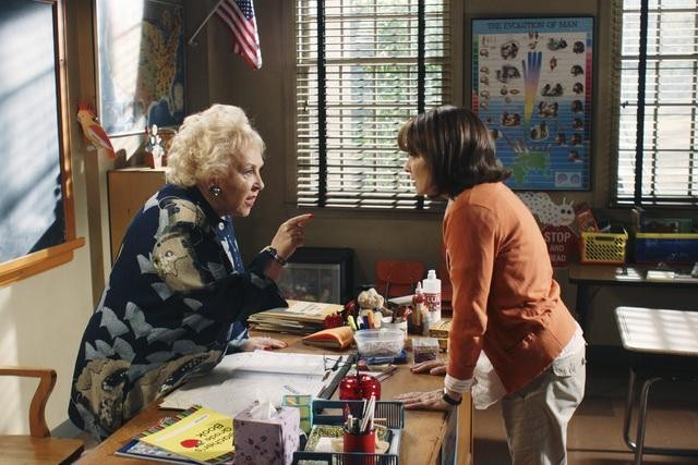 Patricia Heaton and Doris Roberts in The Middle (2009)