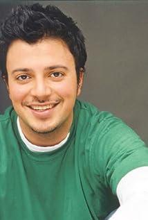 Aktori Sam Golzari