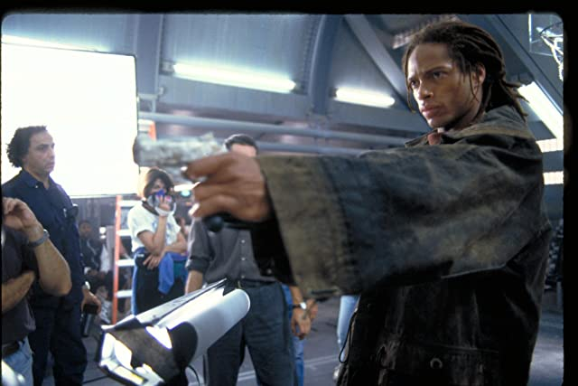 Gary Dourdan and Darius Khondji in Alien: Resurrection (1997)