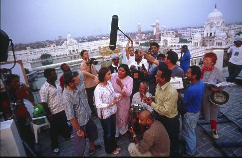 Gurinder Chadha and Aishwarya Rai Bachchan in Bride & Prejudice (2004)