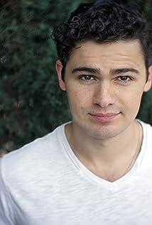 Aktori Brett DelBuono