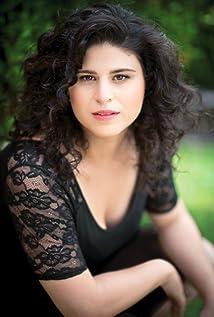 Olivia Stambouliah Picture