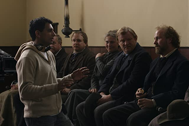 William Hurt, Robert Randolph Caton, Brendan Gleeson, Cherry Jones, and M. Night Shyamalan in The Village (2004)