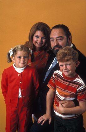 Cher Oncle Bill (= Family Affair) (1966-1971) MV5BMjE0NTQ0MjgzNV5BMl5BanBnXkFtZTYwNTI1NDU2._V1_