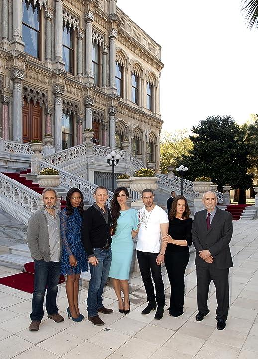 Sam Mendes, Barbara Broccoli, Daniel Craig, Naomie Harris, Michael G. Wilson, and Bérénice Marlohe at Skyfall (2012)