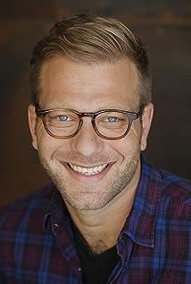 Aktori Max Lesser