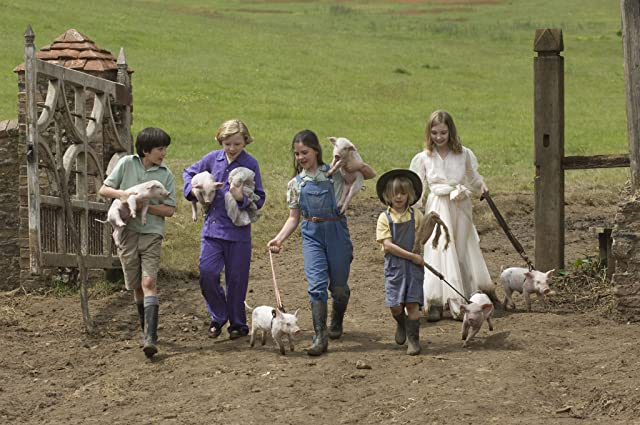 Asa Butterfield, Eros Vlahos, Rosie Taylor-Ritson, Lil Woods, and Oscar Steer in Nanny McPhee Returns (2010)