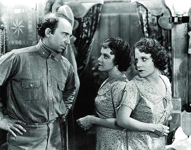Roscoe Ates, Daisy Hilton, and Violet Hilton in Freaks (1932)