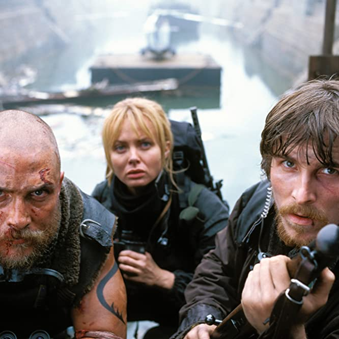 Matthew McConaughey, Christian Bale, and Izabella Scorupco in Reign of Fire (2002)