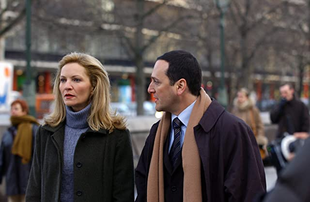 Joan Allen and Tom Gallop in The Bourne Supremacy (2004)